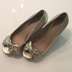 Tory Burch peep toe wedge in gold. Size 9.5